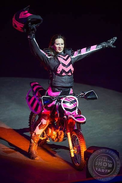Carmen Vera Torres, The Queen on two wheels, in Ball of Death