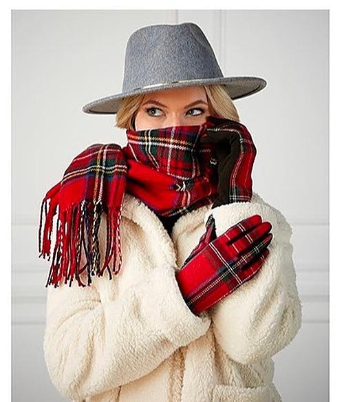 Red Holiday gift set. Gloves & Scarves