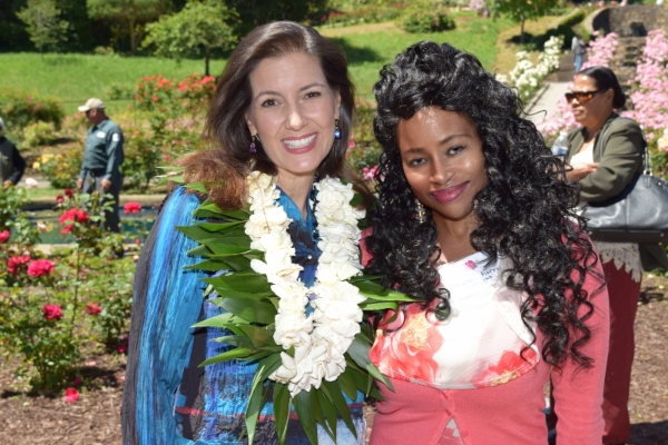 OAKLANDS MOTHER OF THE YEAR kiesha wright with Libby Schaaf